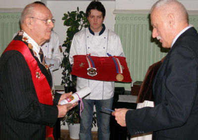 S mistrem cukrářem Miroslavem Pelikán u příležitosti předání Řádu sv. Ambrože II. stupně 21.12.2006